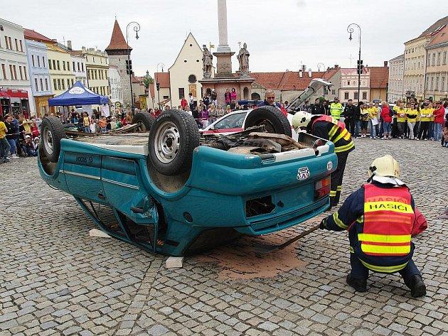 Ukázky práce záchranářů, policistů a hasičů na Masarykově náměstí.