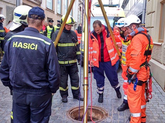 V centru Znojma cvičily jednotky integrovaného záchranného systému záchranu člověka v podzemí.