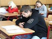 Středoškoláci maturují, zatím však nanečisto