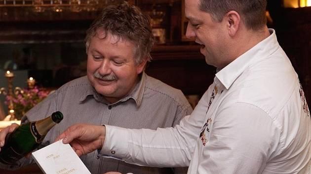 Řidič kamionu Petr Hait vydal v pořadí již třetí sbírku veršů, která nese název Cesta životem.