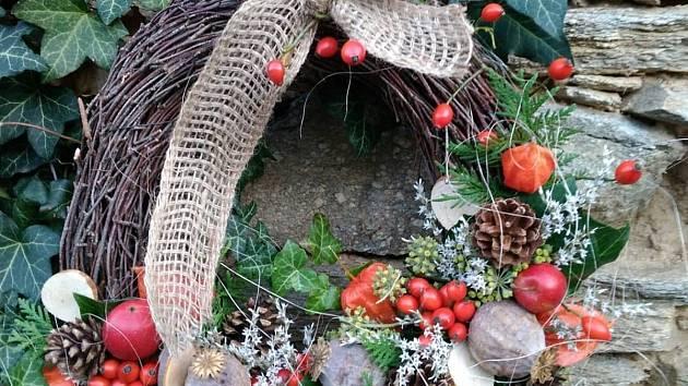 Výroba podzimních vazeb a věnečků může být pro někoho příjemná zábava a způsob relaxace.