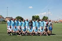 Fotbalisté Jevišovic/Mikulovic (v modrém) ovládli loni v létě Region Cup. Jeho druhý ročník startuje už předposlední květnový víkend.