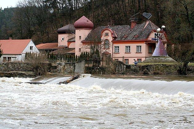 Třetí povodňový stupeň v Podhradí nad Dyjí.