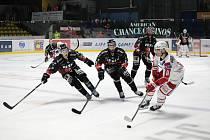 Poslední zářijový pátek vyzvali hokejoví Orli (v černém) ve třetím kole rakouské ligy ICEHL loňského mistra z Klagenfurtu.
