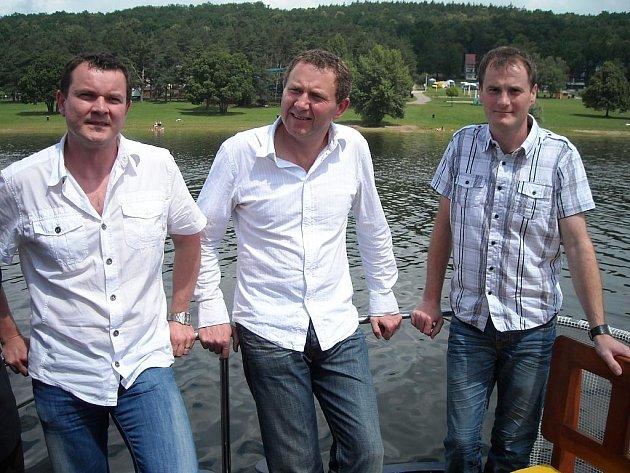 Trio nových provozovatelů vranovského kempu - zleva Tomáš Nekula, Zdeněk a Pavel Svobodovi.