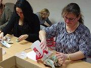 Znojemská charita spočítala první pětinu pokladniček tříkrálové sbírky.