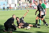 Fotbalisté Inzert Expresu Znojmo (v černém). Ilustrační foto.
