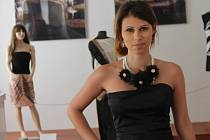 Šaty z filmů Sex ve městě, Kristián nebo třeba Snídaně u Tiffaniho mohou zhlédnout návštěvníci výstavy Óda na kabelky.