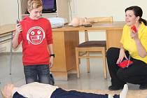 Školení první pomoci pro žáky osmých tříd znojemských základních škol uspořádala Střední zdravotnická škola ve Znojmě.