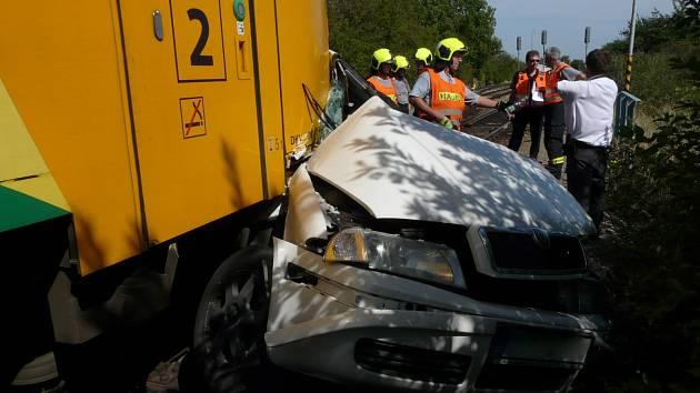 V pátek 18. srpna vjela u železniční stanice Olbramkostel na Znojemsku na železniční přejezd Octavia v době, kdy tudy projížděl motorový vlak. Při srážce zemřeli dva lidé, dítě ve vážném stavu transportovali záchranáři vrtulníkem do Brna.