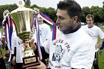 Před pěti lety přebíral Yonov pohár pro vítěze FNL.