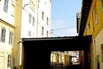 Hradní ulice ve Znojmě.