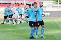 Znojemští fotbalisté (modří) nestačili na rezervu Slovácka. Doma s ní v sobotu prohráli 1:4.