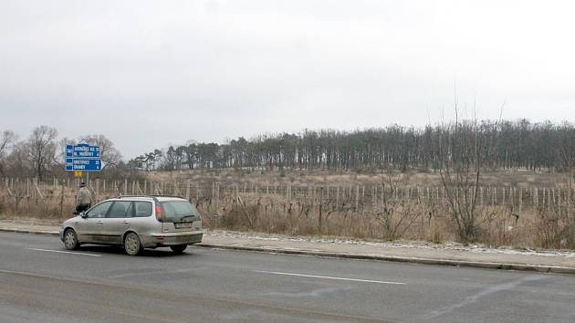 Znojmo nabízí pozemky pro novou rezidenční čtvrť. Vůbec neprodávat, zní kritika