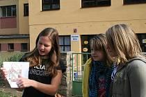 Jedno z nejnebezpečnějších míst v Kravsku je podle místních dětí přímo před základní školou. Pro dopravního odborníka zpracovali žáci mapu vesnice, celý projekt pak prezentovali před starostou obce.