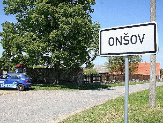 Jedna z nejmenších obcí na Znojemsku Onšov čítá pouhých pětasedmdesát obyvatel a jednatřicet domů.