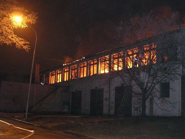 Požár v areálu bývalé firmy Gala