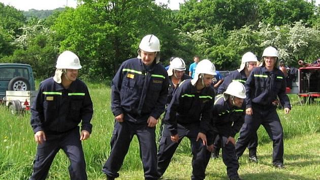 Dobrovolní hasiči ze Starého Petřína.