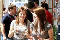 Zájem o dobré víno měly dívky i jejich rodiče.