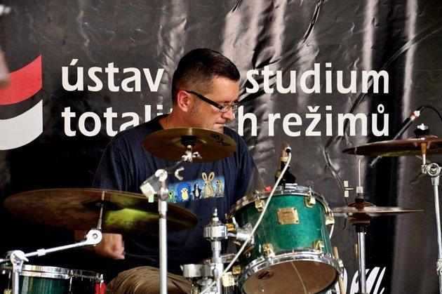 Jirka 'Jonatán' Jonáš, to je bubeník kapely PPD.