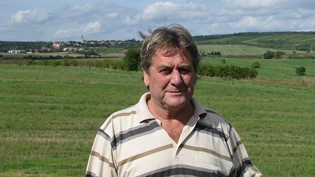 Rostislav Koníček u svého sklepa v Novém Šaldorfě.