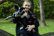 Kateřina Baštová s jedním ze svých psů.