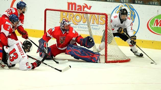 Čeští reprezentanti do osmnácti let propadli se Švýcary ve skupině o udržení a prohráli 2:4.