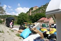 Odpadky na Koželužské ulici ve Znojmě (začátek května)