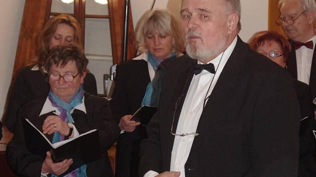 Pěvecké sdružené Vítězslav Novák oslavilo devadesát let od vzniku smíšeného sboru slavnostním koncertem na znojemském hradu.