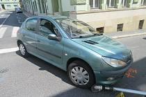 Nehoda auta a koloběžky. Ilustrační foto.