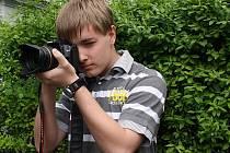 K fotografování si šestnáctiletý student Václav Volf z Miroslavi přičichl před šesti lety při oslavě tátových narozenin. Nejdříve to zkoušel malým rodinným digitálním fotoaparátem, dnes se může pochlubit zrcadlovkou.