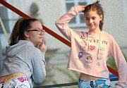Děti navštěvující taneční kroužky, které působí při Středisku volného času Znojmo, potěšily návštěvníky velikonočních trhů v centru města.