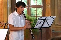 Závěrečný koncert žáků třídy učitele Karla Fojtíka ze znojemské Základní umělecké školy představil známé i méně známé skladby.