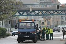 Prasklé vodovodní potrubí uzavřelo v úterý část ulice Vídeňské ve Znojmě