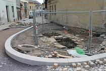 Historická cisterna na Velké Michalské. Na snímku ještě nezasypaná.