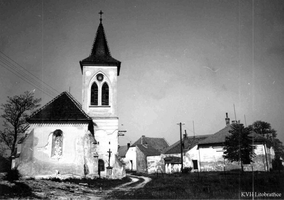 Bývalý Mušov - z obce zatopené po novomlýnskou nádrží zbyl jen kostel svatého Linharta
