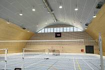 Hodoničtí občané se po několika měsících stavby dočkali nové sportovní haly.