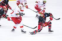 Hokejista Filip Haman (vpravo) naposledy hrál za prvoligový Frýdek-Místek,