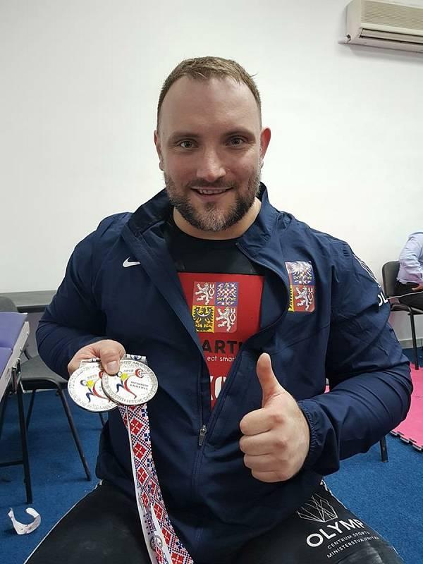 Vzpěrač Jiří Orság s medailemi z mistrovství Evropy.