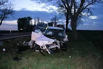 Smrtelná nehoda u Miroslavi nedaleko křižovatky směrem na Kašenec.