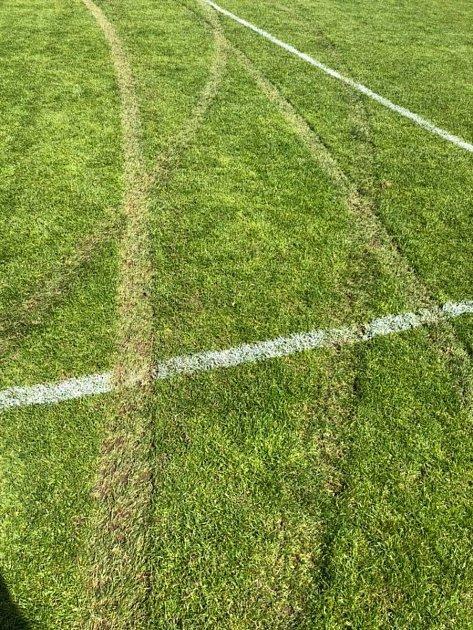 Práčským fotbalistům někdo zpustošil hřiště. Hrát se však tento víkend bude.