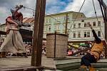 Znojemské historické vinobraní 2019. Diváky přitahovala i tradiční historická scéna na hlavním podiu, včetně máchání nepoctivých pekařů.