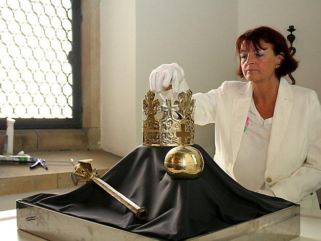 Ve Znojmě se dočasně usadily pohřební insignie krále Přemysla II. Otakara.