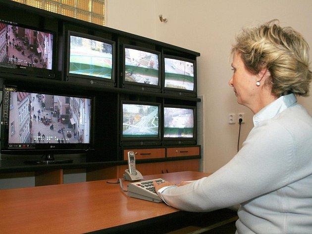 Kamerový systém Městské policie ve Znojmě obsluhuje Taťána Nahodilová.