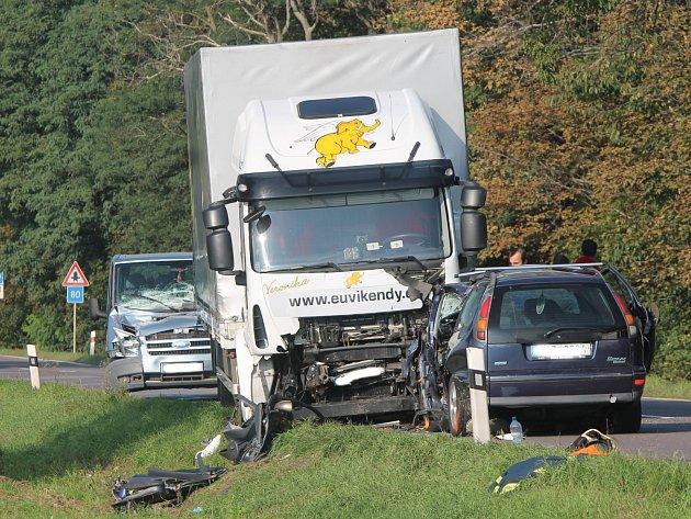 Pondělní smrtelná nehoda na silnici I/53.