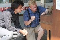 ¨Před znojemským obchodním domem Dyje stojí nově piano, na které si mohou kolemjdoucí zahrát.