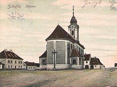 Příhraniční Šafov láká stále více turistů, především těch, kteří projíždějí regionem na kolech. Kousek za obcí je malý hraniční přechod do rakouského Langau.