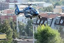 Vrtulník s termovizí nad areálem Malá Louka.