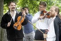 Piknik bez hranic aneb Setkání festivalů na Heiliger Steinu. V sobotu se uskutečnilo setkání Hudebního festivalu Znojmo a spřáteleného festivalu v dolnorakouském Retzu v příhraničním poutním městě Heiliger Stein.