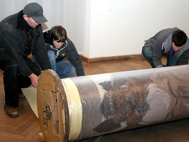 Začalo balení Muchovy Slovanské epopeje. Ilustrační foto